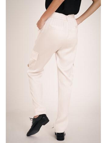 - Pantalon cargo nude aspect satin - Taille réglable par une
