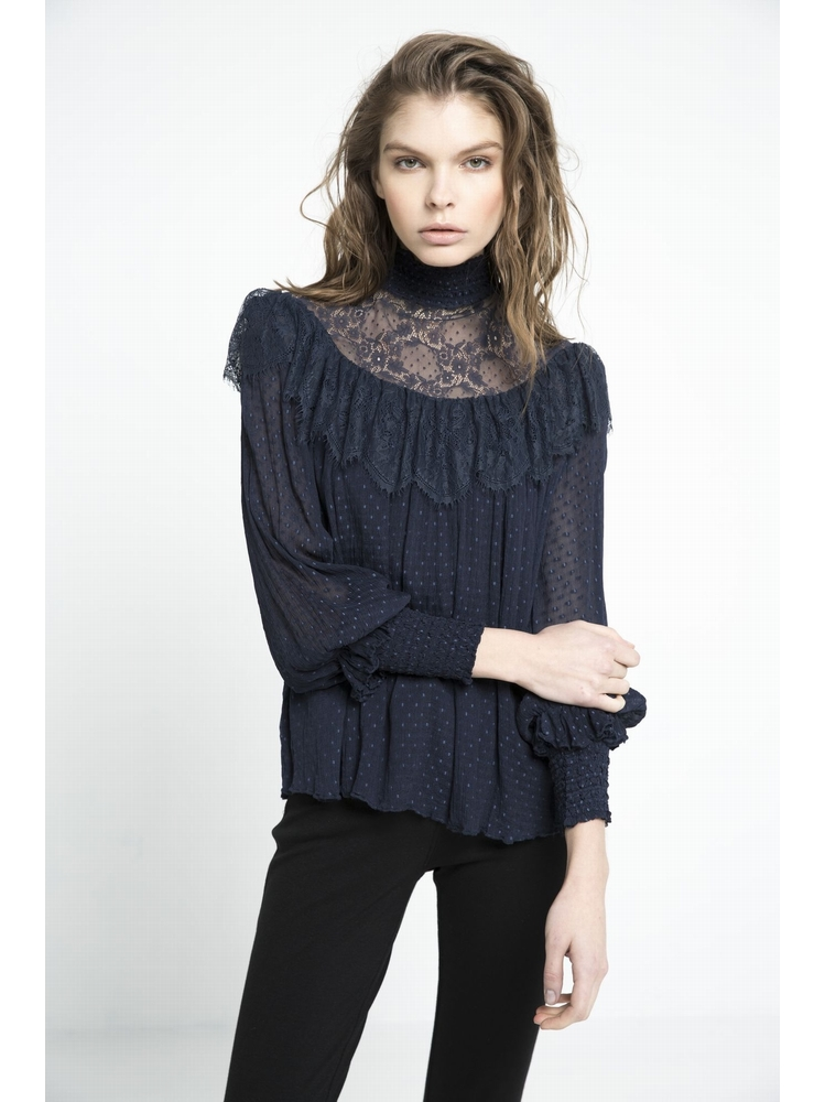 - Blouse en plumetis - Encolure et vollants en dentelles -