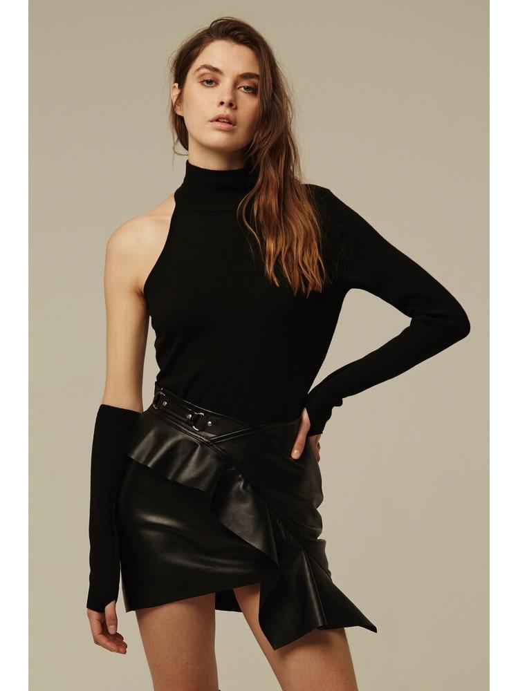 - Pull noir asymétrique dévoilant une épaule - Col montant -