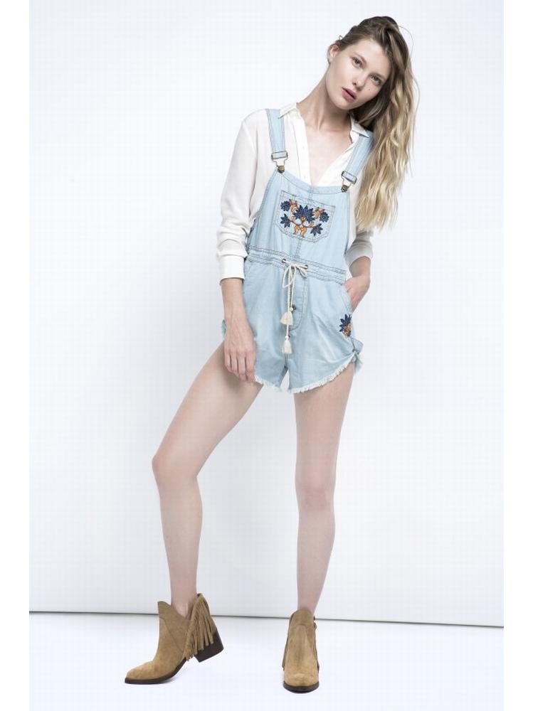- salopette en jean brodée - bretelles réglables - poche de