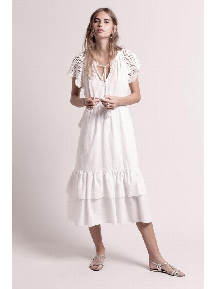 - Robe longue blanche brodée à manches courtes en crochet -