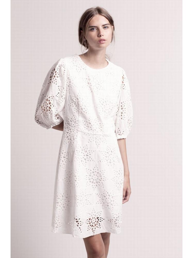 - Robe blanche en coton brodé et ajouré - Décolleté V