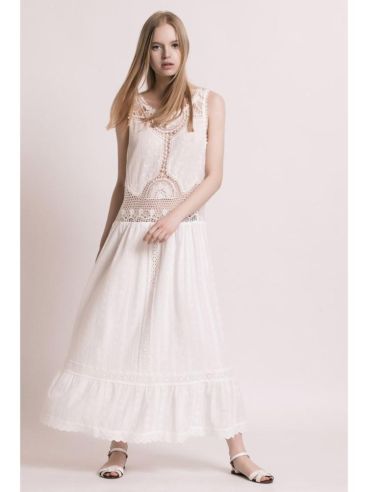 - Robe longue blanche ajourée en broderie anglais et crochet