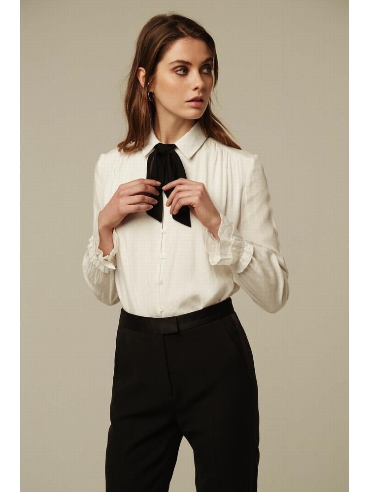 - Chemise écru à noeud noir - Manches longues - Poignets à