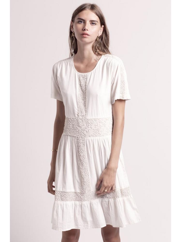 - Robe en coton écru à motifs en perles brodées ton sur ton