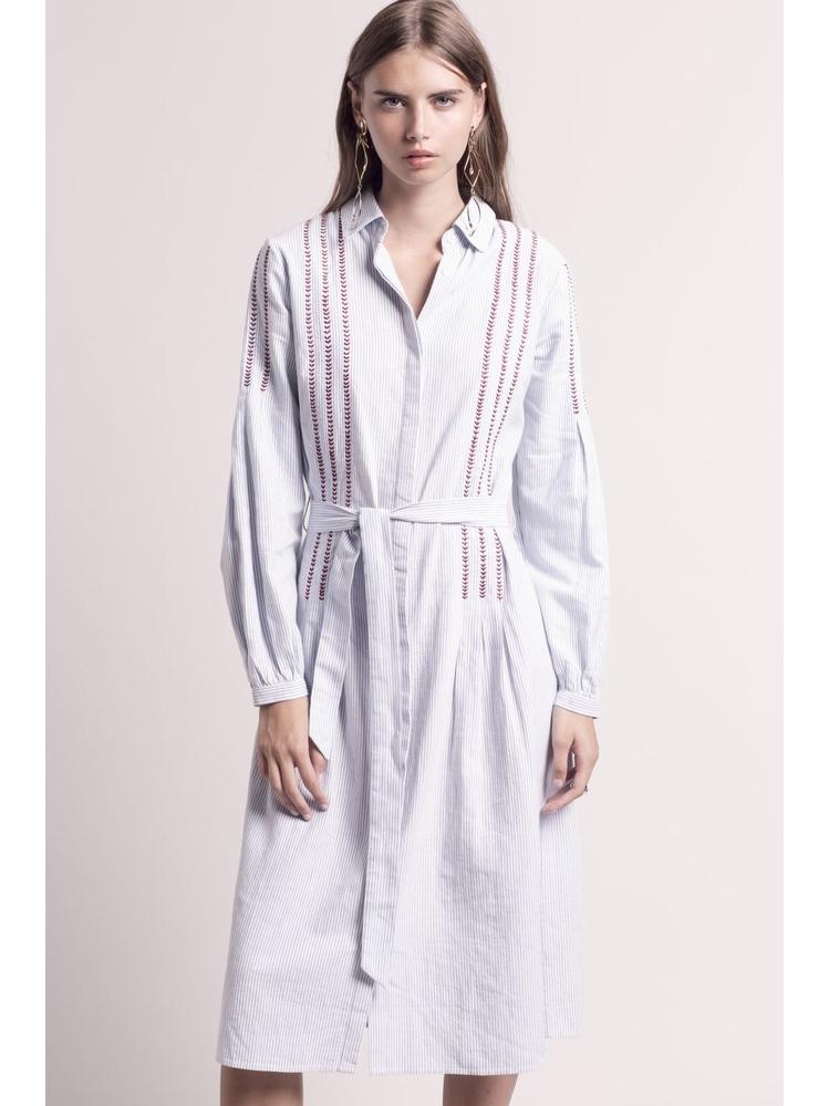 - Robe chemise longueur midi blanche à rayures bleu ciel et
