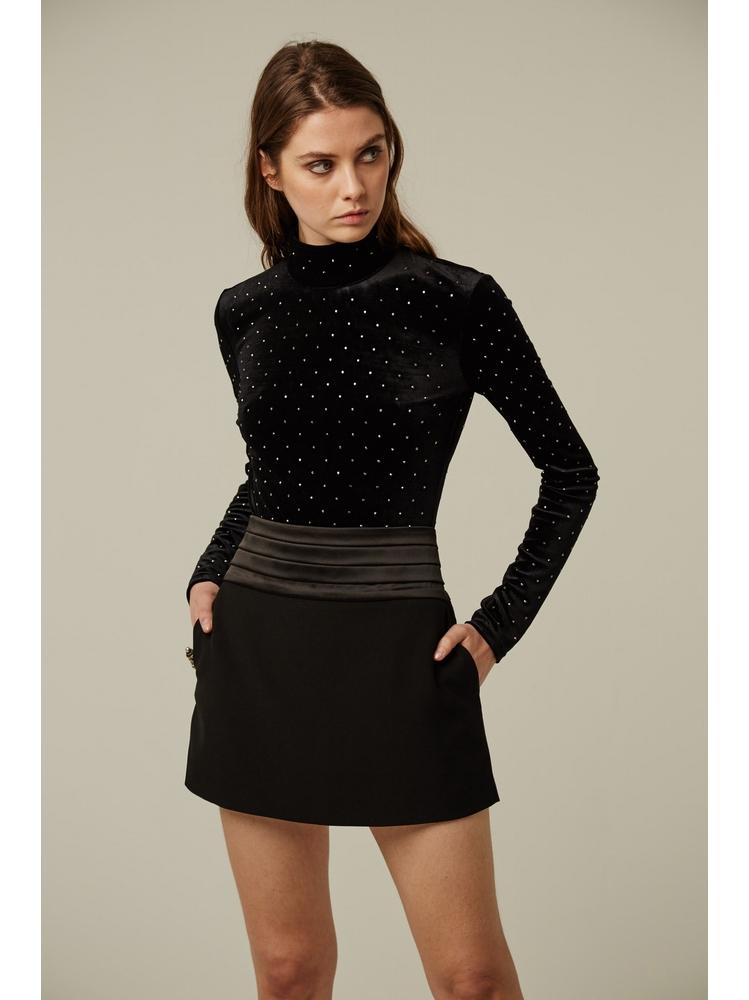 - Jupe courte noir à plis en satin - Taille haute - 2 poches