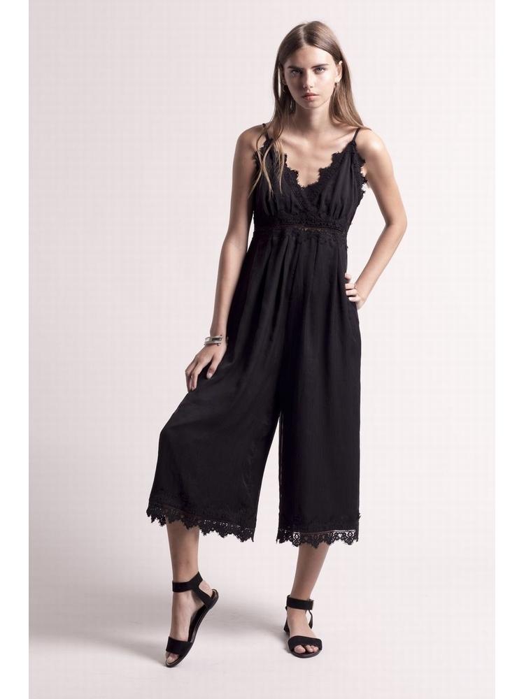 - Combinaison jupe culotte noir en georgette froissée -