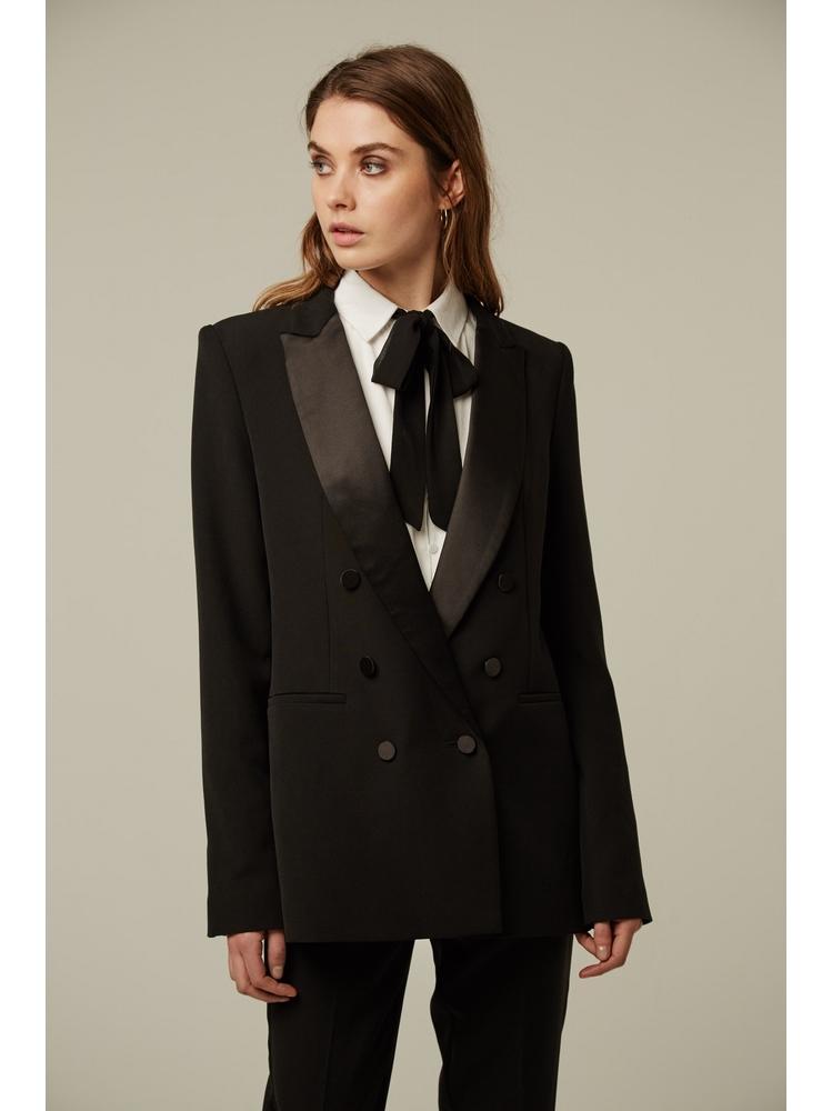 - Veste de smoking noir avec col en satin et manches longues