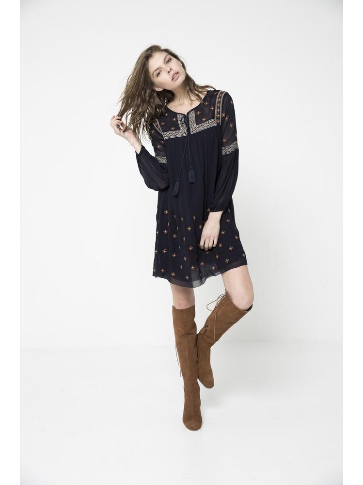 - Robe ample en crêpe georgette brodée - Col rond - Découpe