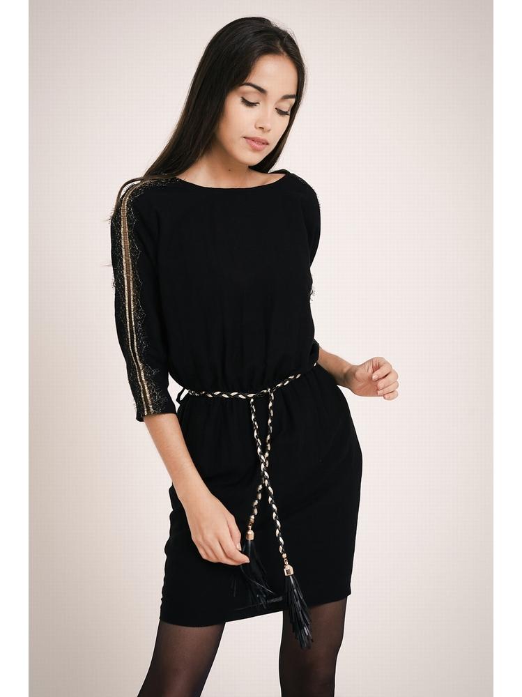 - Robe courte noir avec dentelle dorée sur les manches -