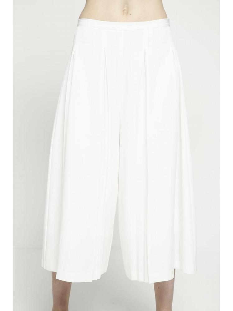 - Pantacourt blanc ample plissé - Fermeture zip sur le coté
