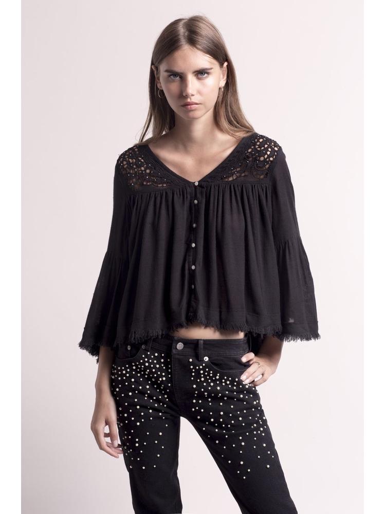 - Top boutonné en coton noir brodé et ajouré + perles -