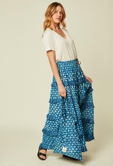Une magnifique jupe longue, avec du mouvement et un imprimé