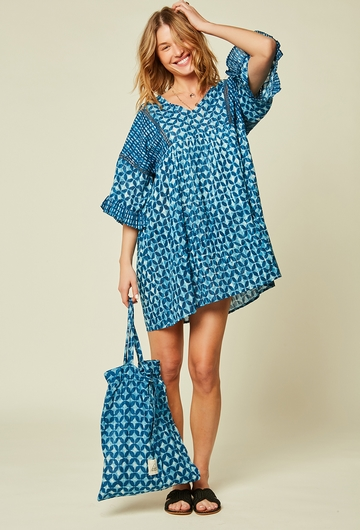 La robe courte audacieuse et originale, parfaite pour la