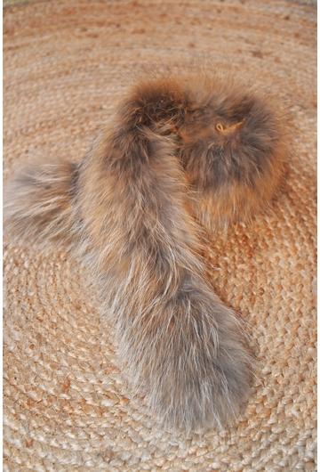 Col en fourrure de raton laveur. Associé au manteau ima111