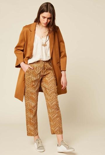 Manteau en coton et lin. Boutonnière et deux poches. Couture