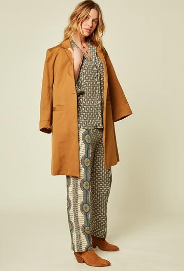 Pantalon pyjama imprimé en viscose. Deux poches. Elastique à