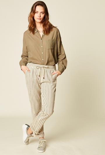 Pantalon droit imprimé en coton. Deux poches. Lien