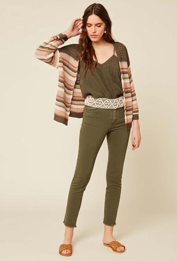 Pantalon en coton et elasthanne. Franges sur le bas du