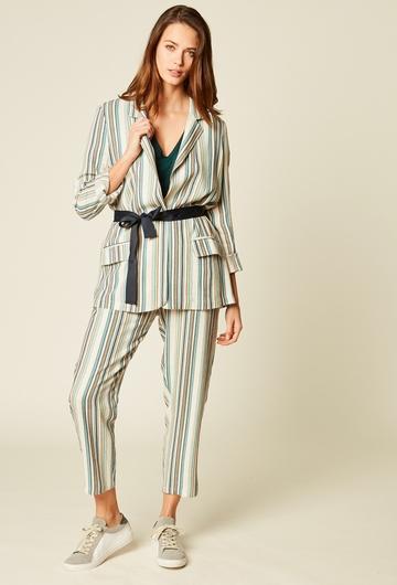 Veste tailleur en lin et viscose. Col châle. Deux poches.