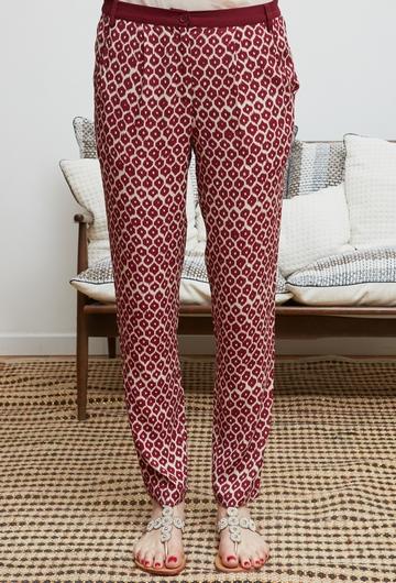 Le pantalon PINANG signé Stella Forest est paré de motif