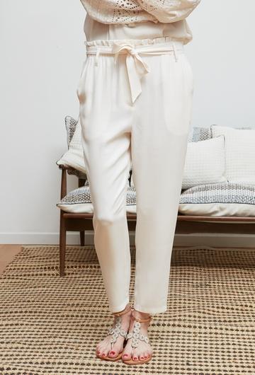 Le pantalon PANDORA signé Stella Forest est ample et fluide.