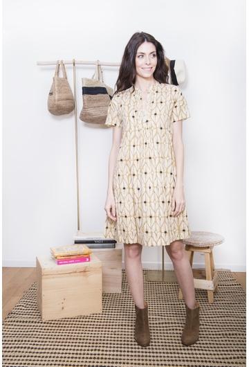 La robe RAMIE signée Stella Forest à l'imprimé coloré est