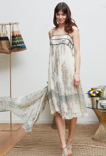 La robe RHEA signée Stella Forest est confectionnée de