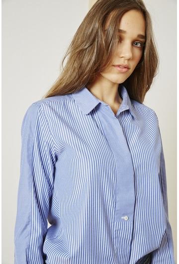 La Chemise Cyril signée Stella Forest en bleu rayé est un