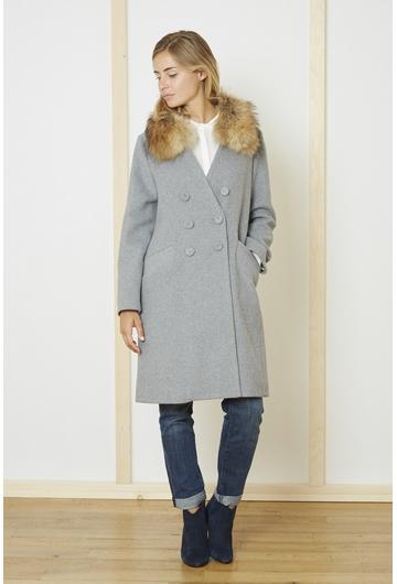 Le manteau gris Mika signé Stella Forest est une pièce