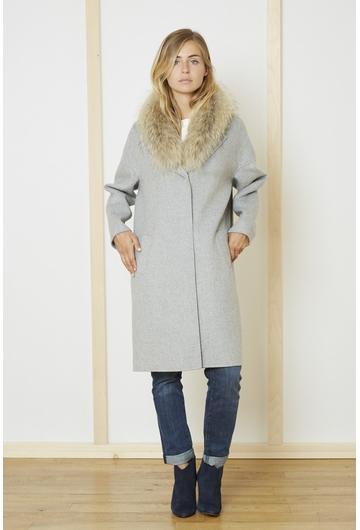 Le manteau gris SAN FRANCISCO signé Stella Forest est une