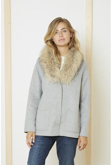 Le Manteau Marius gris signé Stella Forest est conçu comme