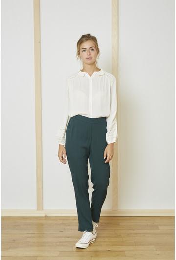 Le Pantalon vert PAQUITA signé Stella Forest a deux grandes