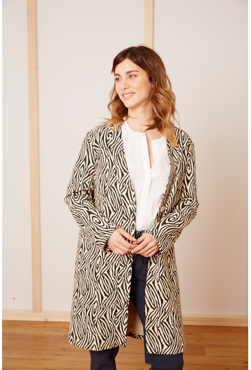 Le manteau ZEBRE MOSAIQUE signé Stella Forest est une pièce