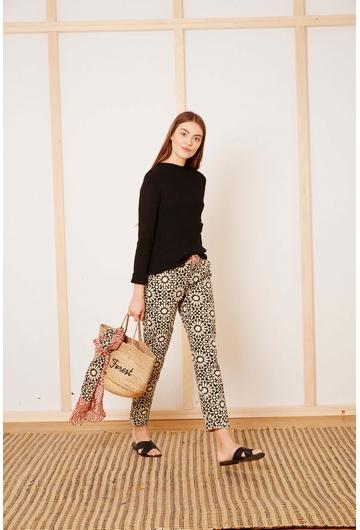 Le pantalon MOSAIQUE signé Stella Forest alterne motifs
