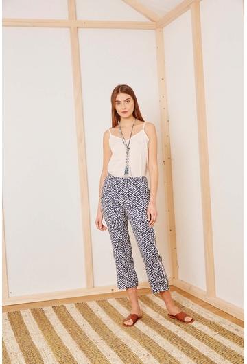 Le pantalon Briana signé Stella Forest alterne motifs