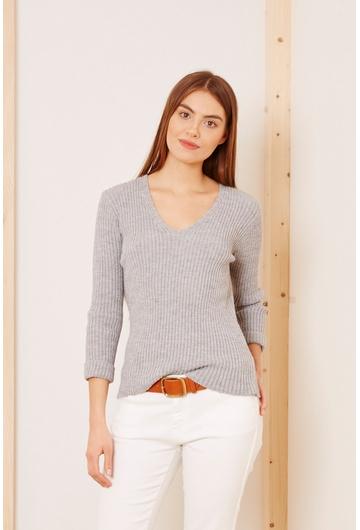 Notre petit pull Graziela, en laine côtelée se porte