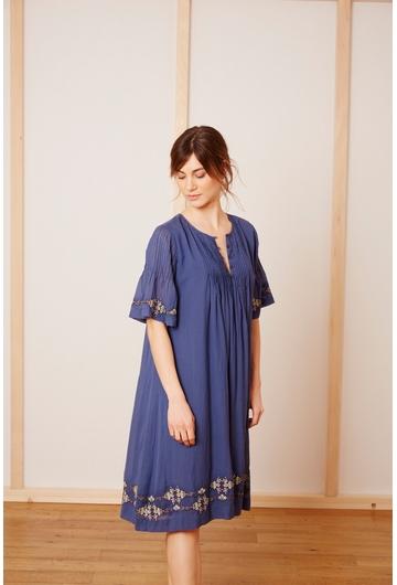 La robe Matt, légère et fluide, sera parfaite en ville ou a