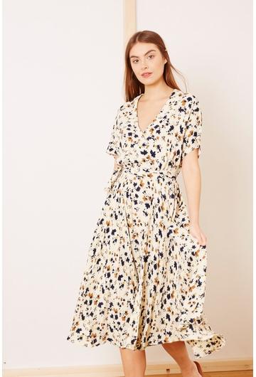 Notre robe Coquelicot, fluide avec ses motifs floraux et