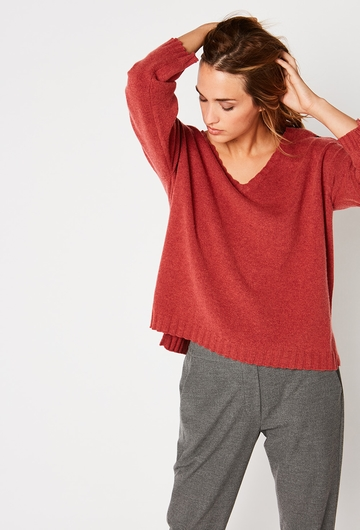 Notre Pull Carre Lillie: - Col V, - Coupe carrée, - Manches