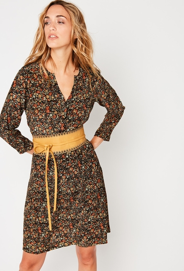 Notre Robe MAYA : - Col tunisien,  - Manches longues, -