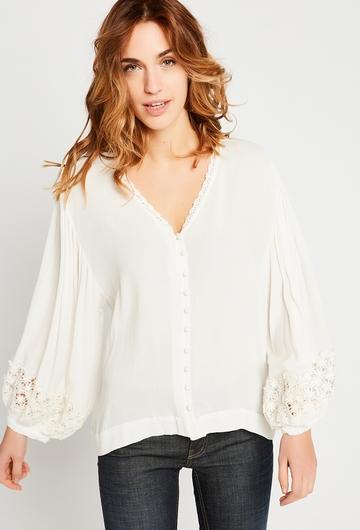 Notre jolie chemise Lindsay est un must have de la saison :