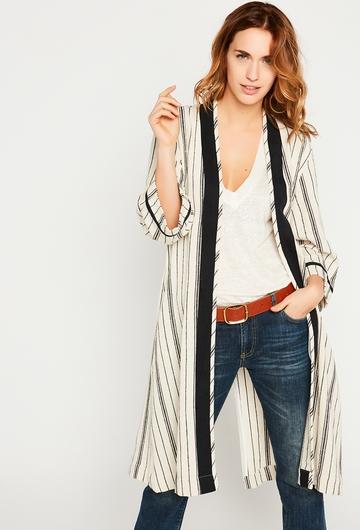 Notre Kimono VICKY: - Sans col, - Manches legerement
