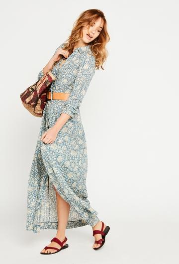 La robe Chiara, longues et fleurie, donnera un coté chic et
