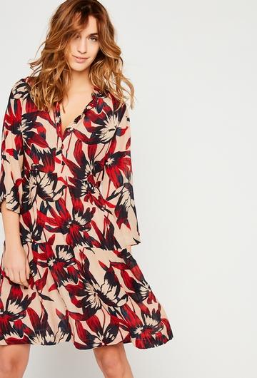 Notre robe courte Mara est parfaite pour la saison chaude :