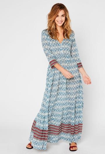 La robe Ikat, avec ses motifs géométriques, donnera un coté
