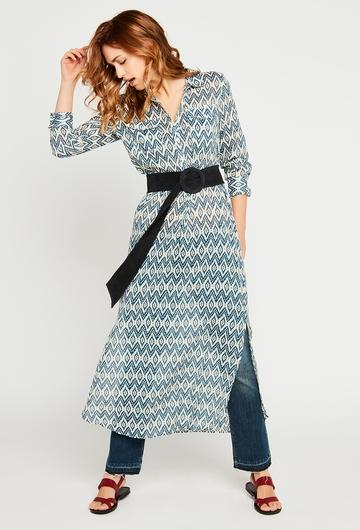 La robe chemise Ikat, avec ses motifs géométriques, donnera