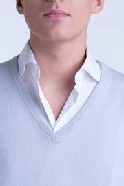 Col V Homme 100% Cachemire simple fil. Forme classique,