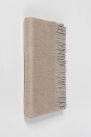 Plaid bicolore en tissu moiré 100% Cachemire. Taille unique.